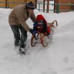 Na sobotním výletu do Stožce jsme si báječně zařádili na sněhové hromadě